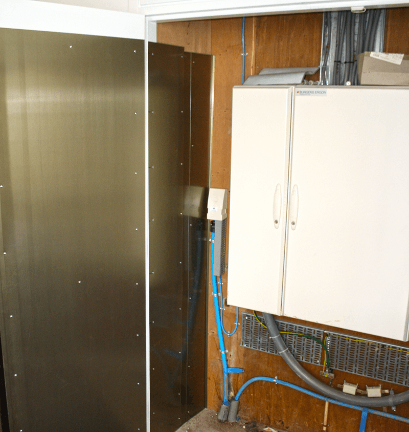 Example of a Mu-ferro cable trunking in a meter box. The walls and door are equipped with mu-ferro magnetic shielding as well
